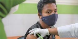 রাজশাহীতে মেডিকেল শিক্ষার্থীদের টিকা দেওয়া শুরু